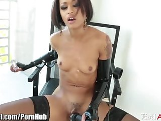Marvelous black young harlot Skin Diamond receives a hard asshole leman
