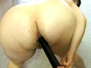 Mom fucks her hairy asshole